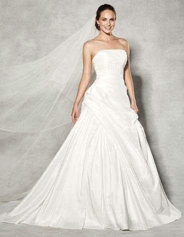 1102 - een eenvoudige kanten jurk