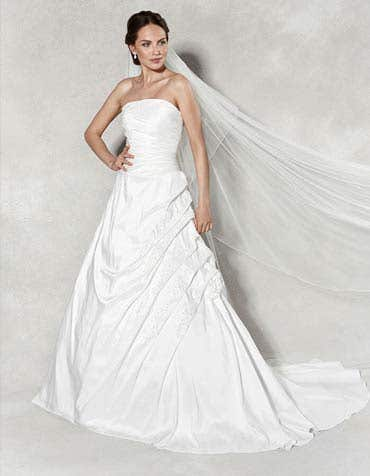 1104 - a classic strapless a-line