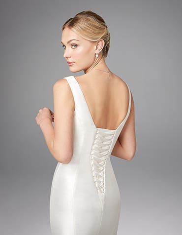 Admire fishtail wedding dress back crop Anna Sorrano th