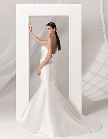 Amore fishtail wedding dress front Anna Sorrano th