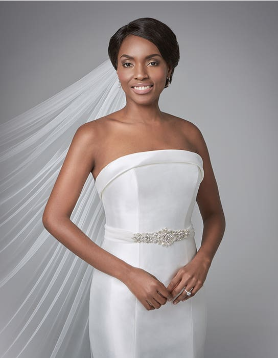 Amore fishtail wedding dress front crop Anna Sorrano