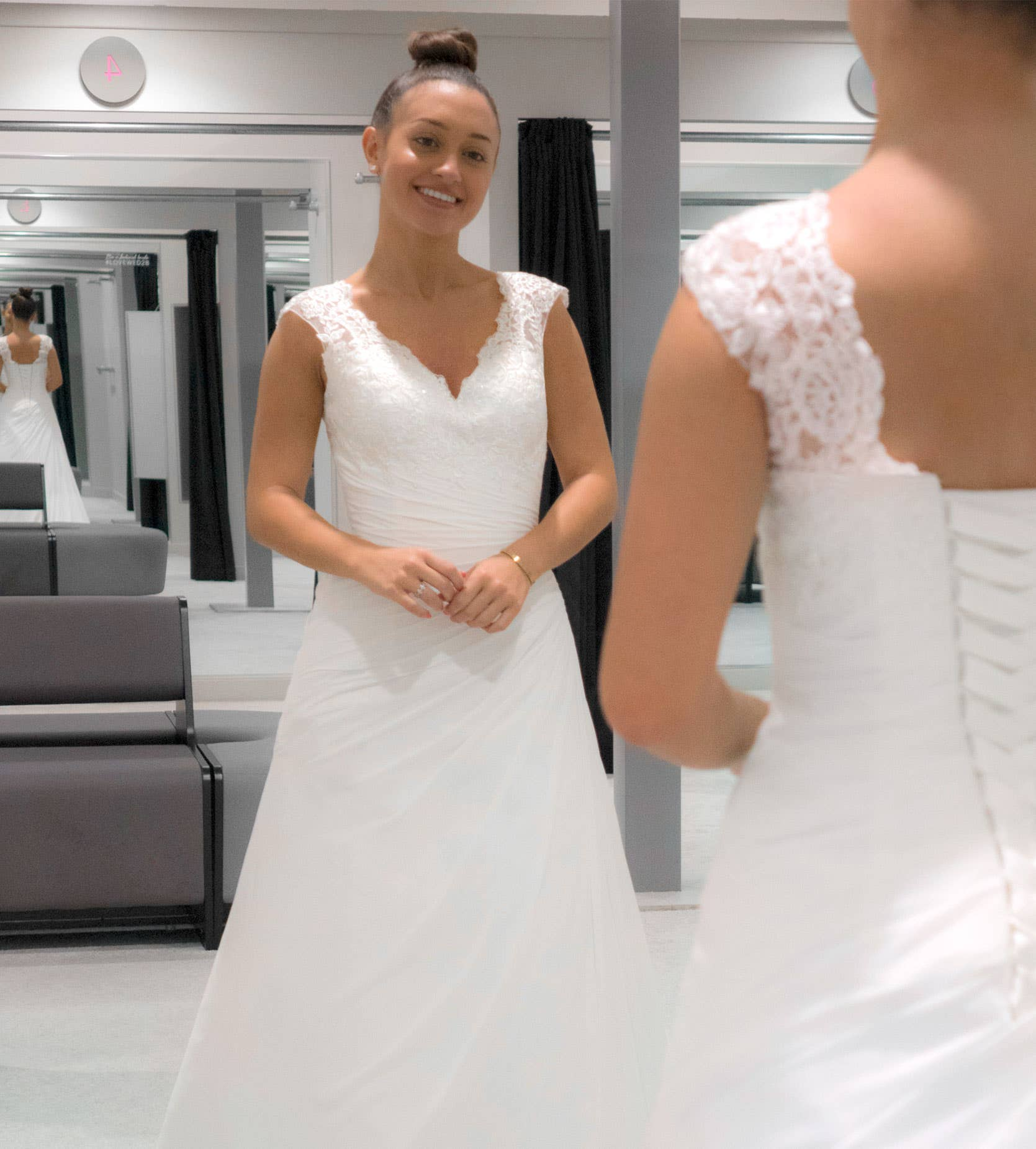 ADELA - une robe trapèze plissée classique