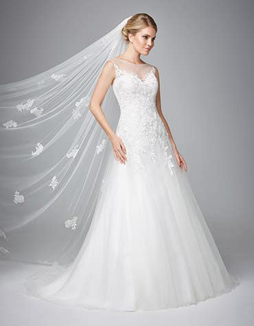 Carlotta fit _ flare wedding dress front Anna Sorrano th