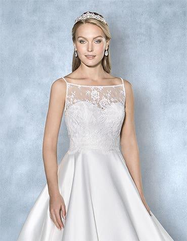 Chelsea lace bridal jacket front crop Amixi th