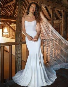 Diaz - een elegante sheath bruidsjurk