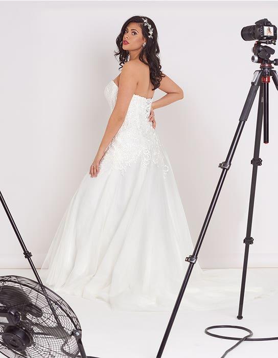 Dina Fit _ Flare wedding dress back Edit Bellami