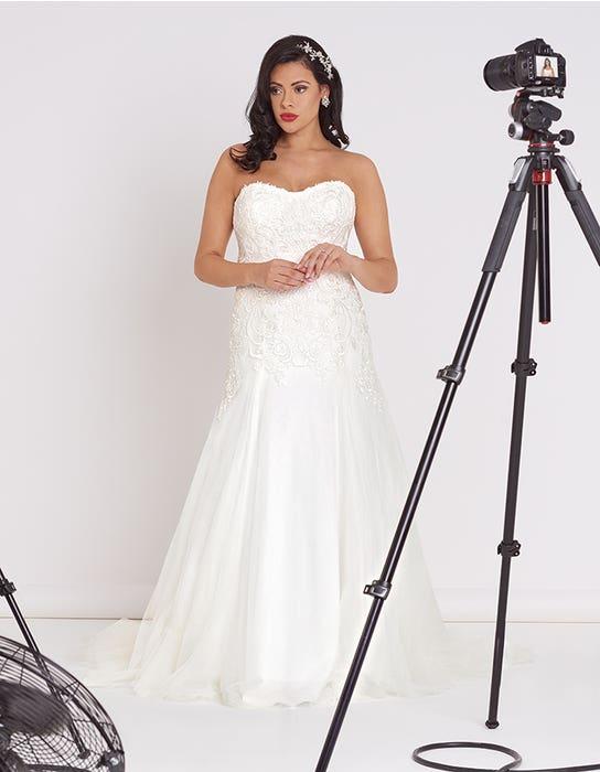 Dina Fit _ Flare wedding dress front Edit Bellami