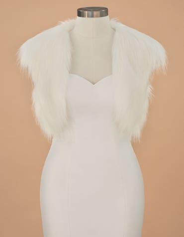 Gia - een zijdezacht faux ivoor jasje