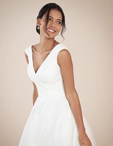Greta Aline wedding dress front crop Anna Sorrano th