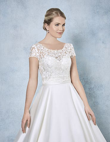 Jessamy bridal jaceket front Amixi th