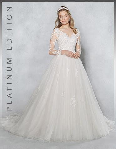 KEELEY - Een exclusieve blush bal-jurk.