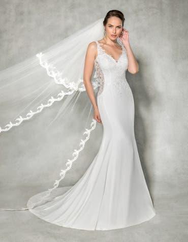 Leona sheath wedding dress front Anna Sorrano th