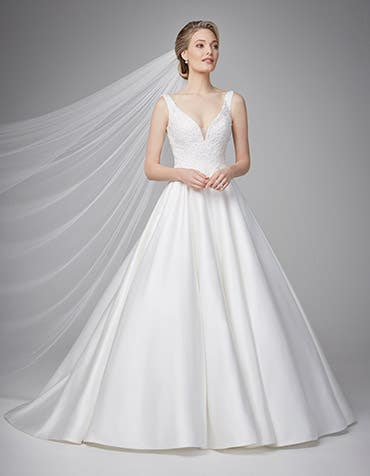 Novella aline wedding dress front Anna Sorrano th