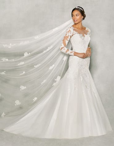 Paris fit _ flare wedding dress front Anna Sorrano th