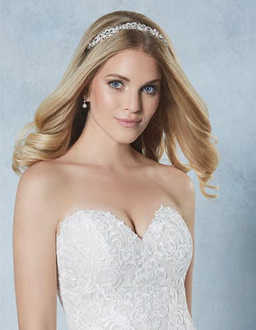 Regency bridal tiara crop front Amixi th