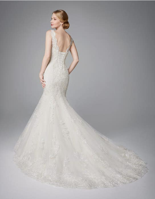 Roberta fishtail wedding dress back Anna Sorrano