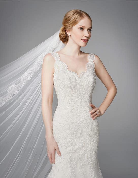 Roberta fishtail wedding dress front crop Anna Sorrano