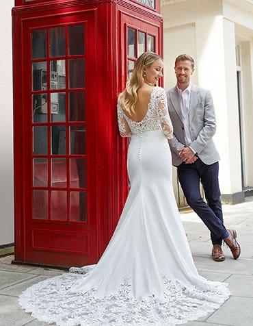 Roscoe - une robe de mariée fourreau glamour en crêpe