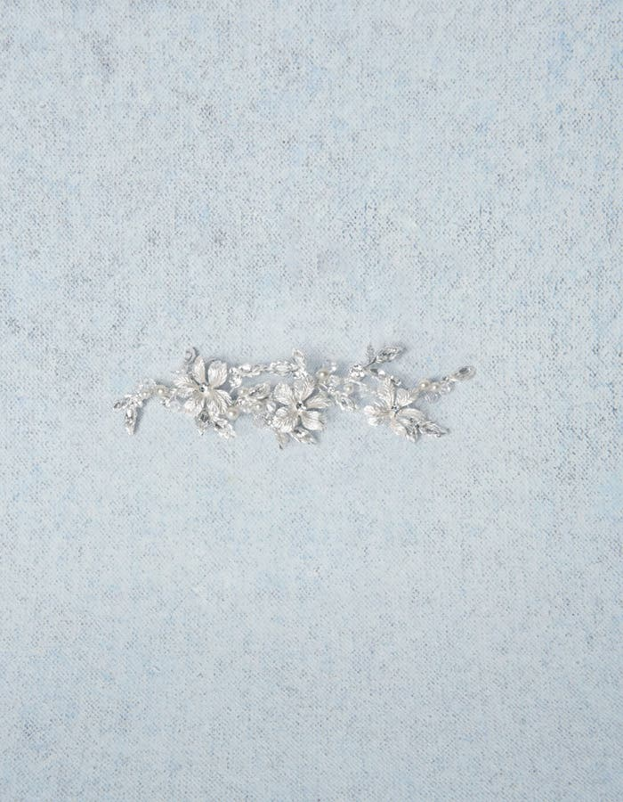 Safia bridal hair accessory Amixi detail