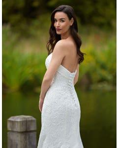 Weisz - ein kurvenbetonendes Brautkleid im Fishtail-Design