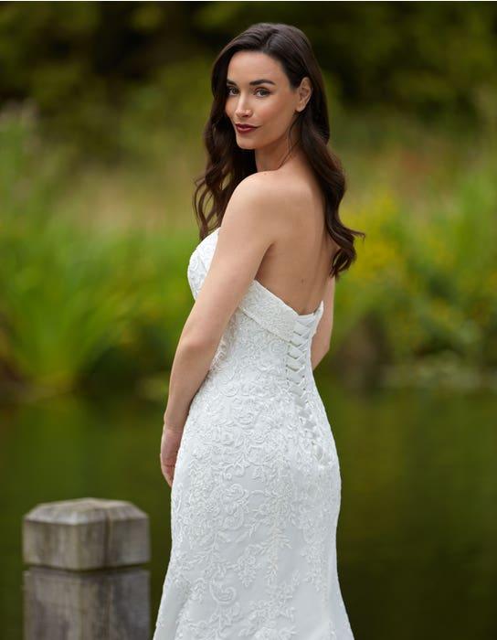 Weisz - ein kurvenbetonendes Brautkleid im Fishtail-Design | WED2B