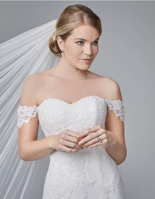 Winslet fishtail wedding dress front crop Anna Sorrano