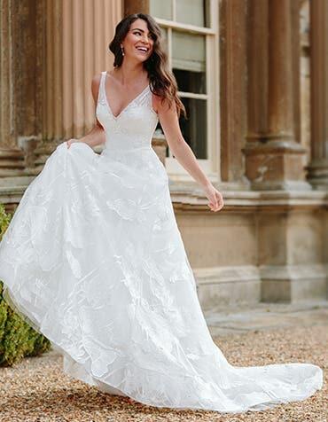 Aster - une robe de mariée de rêve à col en v