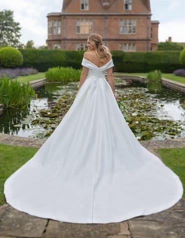 Cambridge - een off-shoulder jurk met zakken