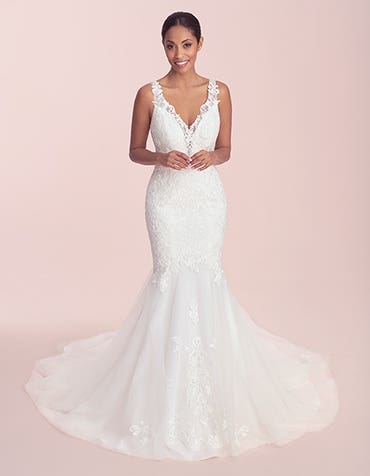 Catia - a trend led wedding dress