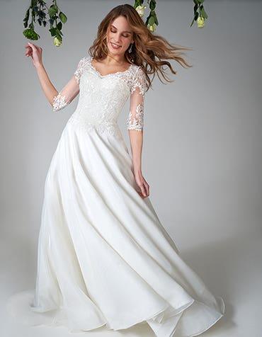 Emiliano - een vintage organza jurk met mouwen