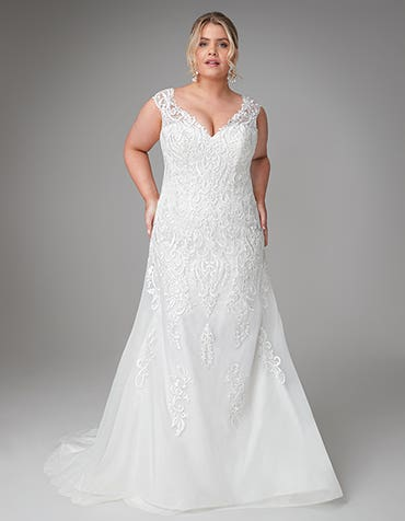 Lorena - a traditional sculpting wedding gown