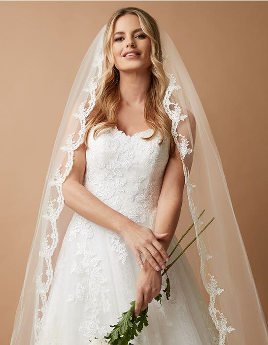 MAISIE - a traditional scalloped lace veil | WED2B