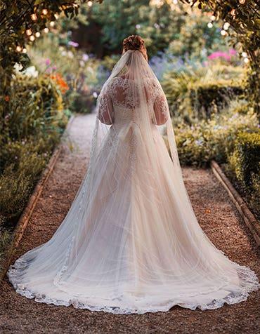 Melanie And Allan's Fabulous Outside Wedding