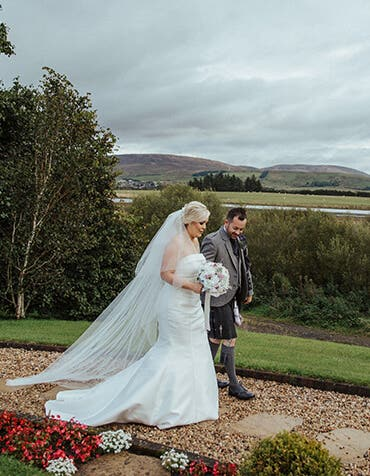 Siobhan and Matthew's classic and elegant day
