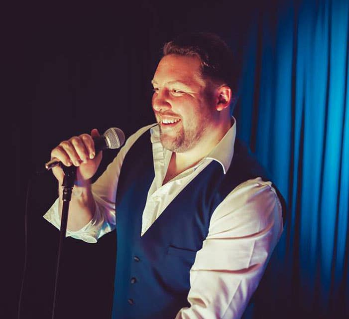 Gareth Peebles Wedding Singer & DJ