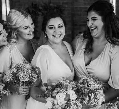 Echte Hochzeiten - Milton Keynes: Jessica und Camerons rustikale Hochzeit in den Cotswolds