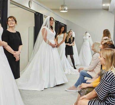 Was Sie beim Brautkleidkauf erwarten können