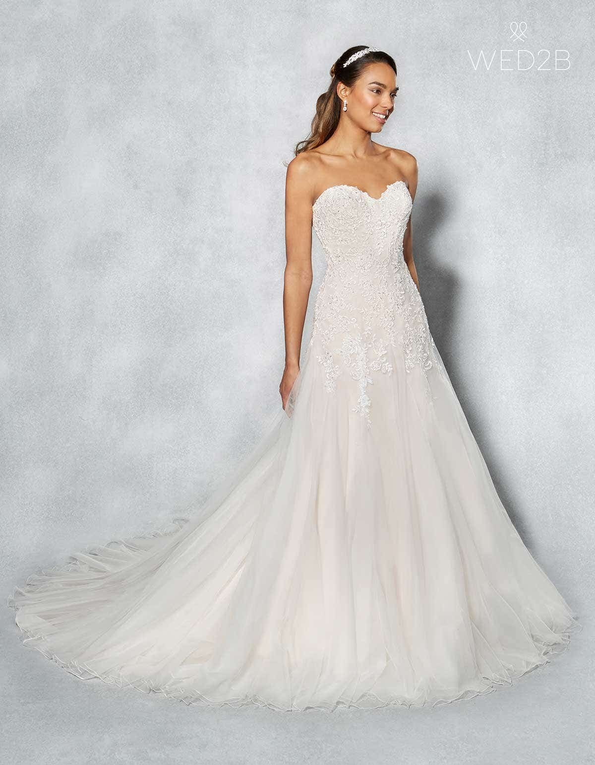 c844f3bee4e Arizona - A soft sweetheart neckline and a waist defining lace up back