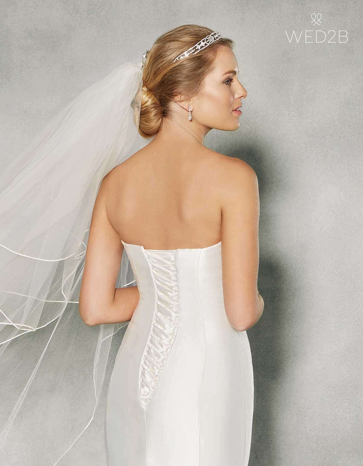 Lace-up wedding dresses- Dolce