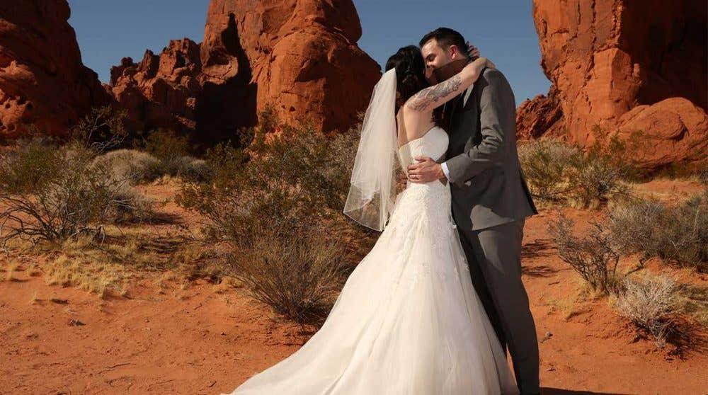 Real Weddings: Laura and Jason's Las Vegas Wedding