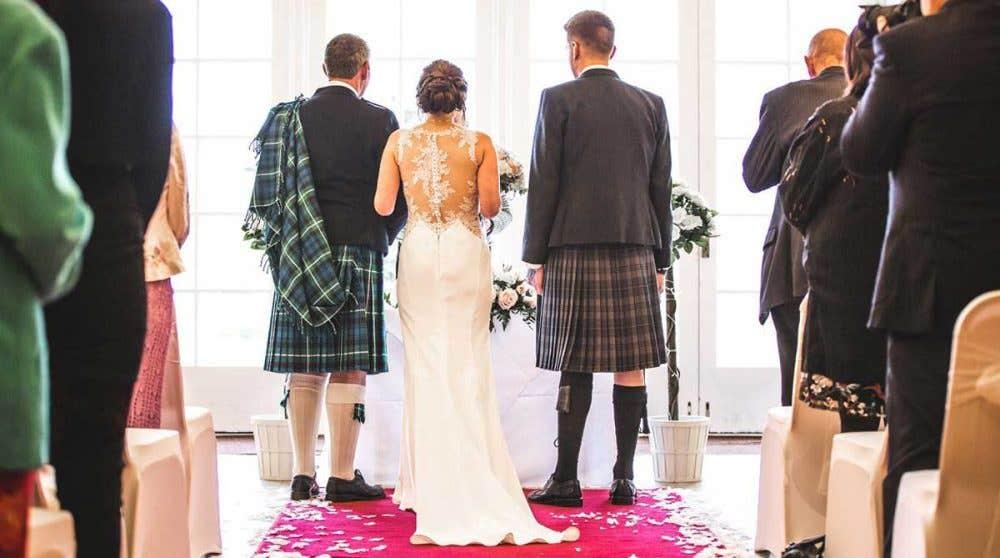 Real Weddings Scotland: Nikki and Richard's rainy but romantic big day!