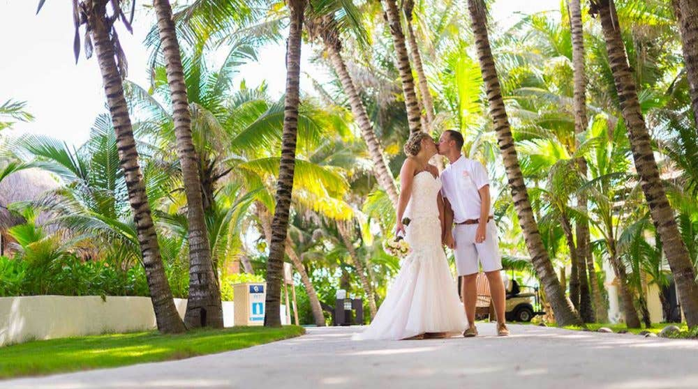 Real Weddings Abroad: Emma and Simon's romantic elopement