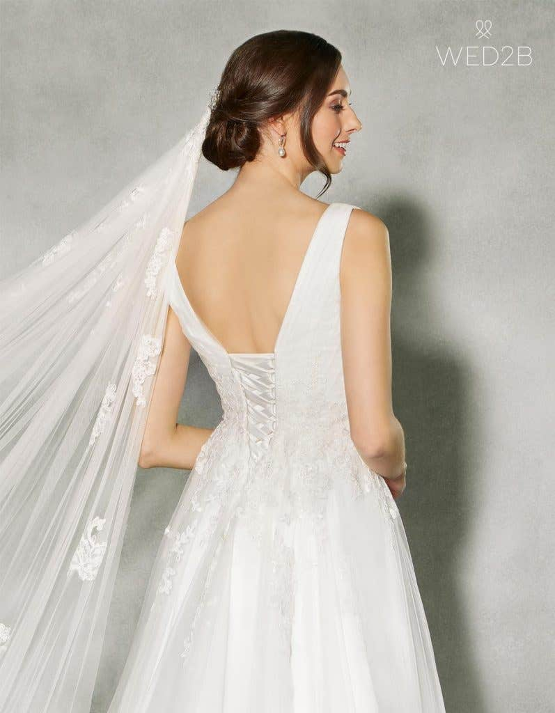 Discover the perfect lace and tulle wedding dress - Francine