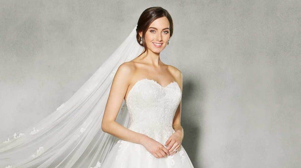 Discover the perfect lace and tulle wedding dress