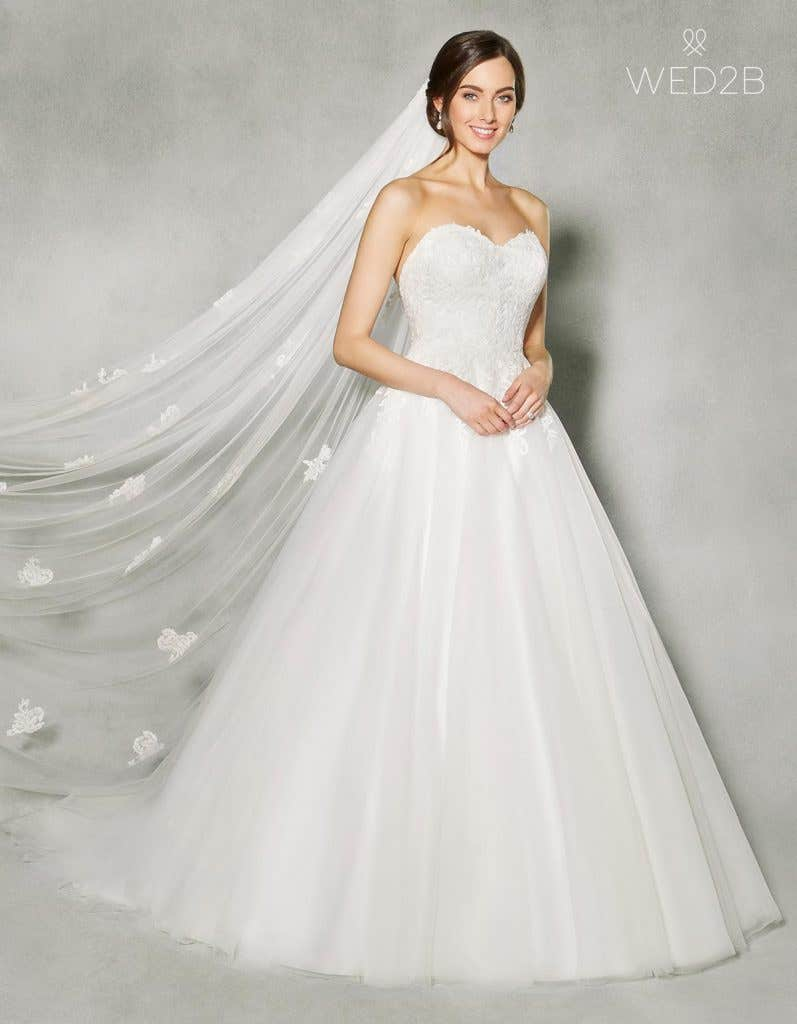 Discover the perfect lace and tulle wedding dress - Bethanie