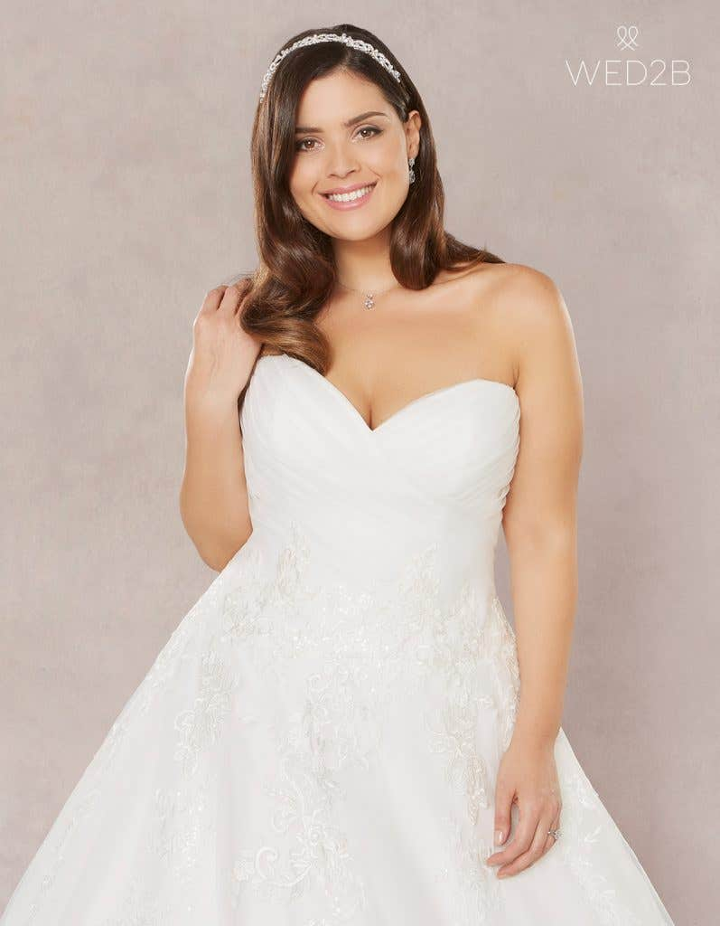e90a1c794e9 Brand new plus size wedding dresses… - Estelle