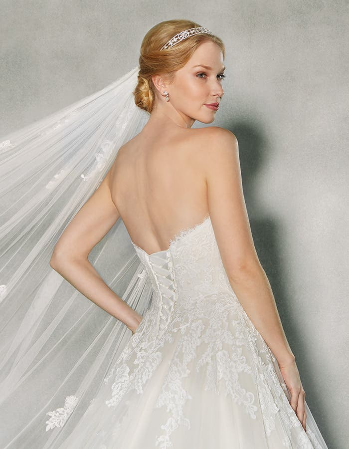 Coloured wedding dresses with wow factor - Georgette