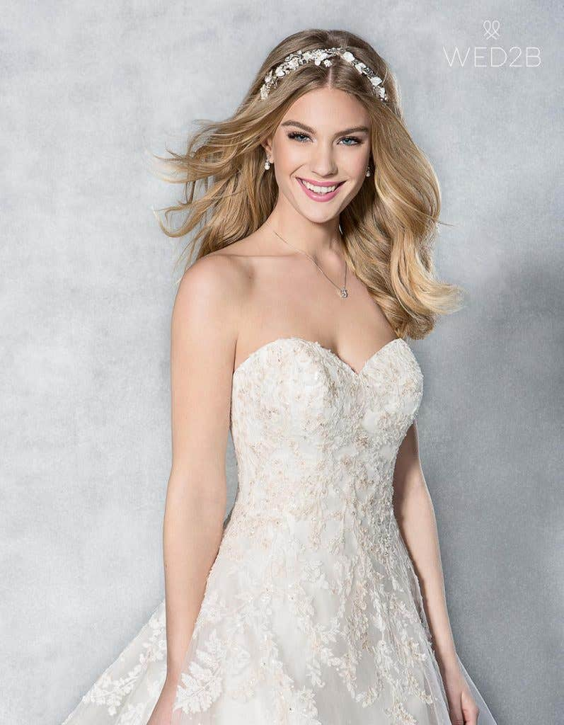 Find the perfect vintage lace wedding dress with Viva Bride - Maddie