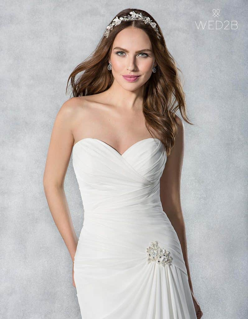 Find the perfect vintage lace wedding dress with Viva Bride - Sassi