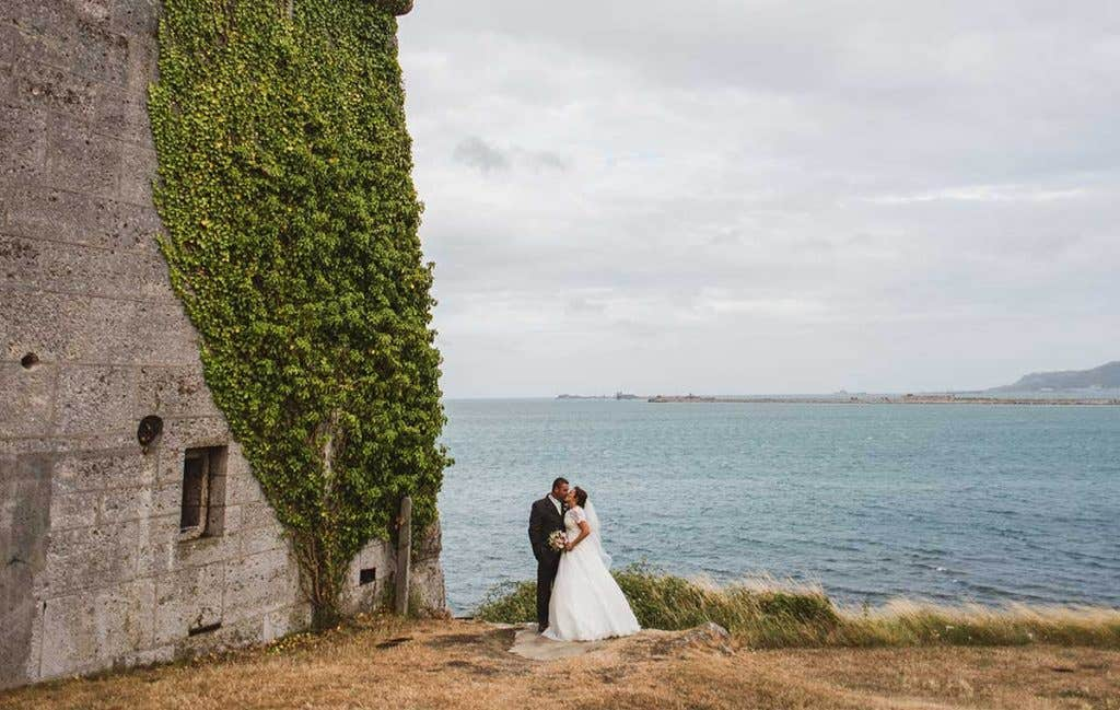 Real Weddings Southampton: Kate and Stuart's stylish church wedding - Emmy & Alexandra